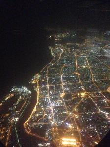 Dubai im Landeanflug bei Nacht